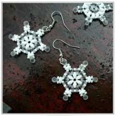 Superduo Snowflakes - Free Miyuki Pattern by Nela Kábelová