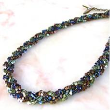 Miyuki Triangle Necklace - a Free Pattern from Miyuki